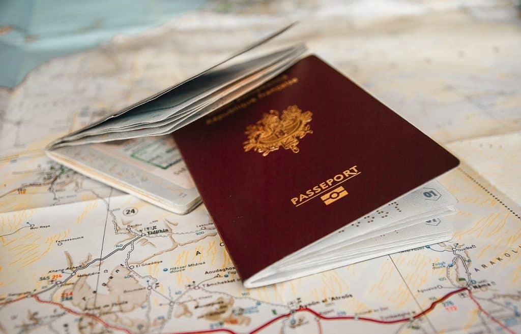 דרכון על מפה