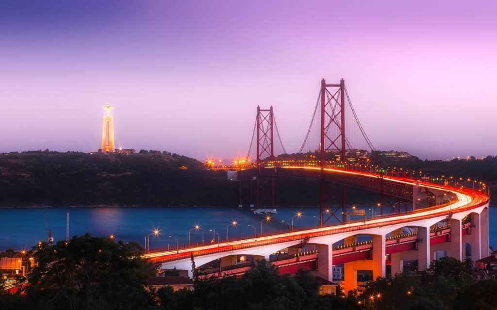 גשר זוהר בפורטוגל